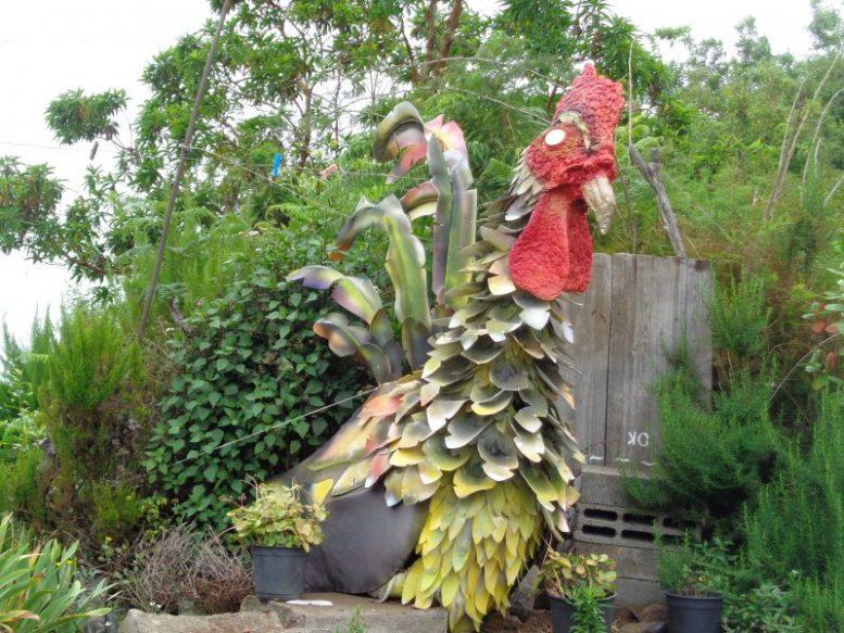 Skulptur eines Riesenhahn