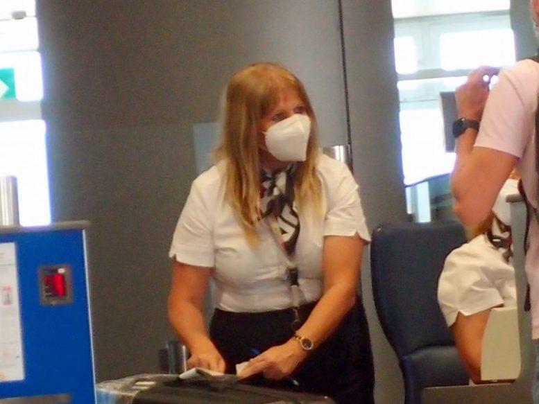Auf dem Flugplatz - Maskenpflicht