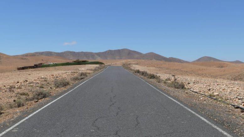 Einsame Straße - Sandwüste